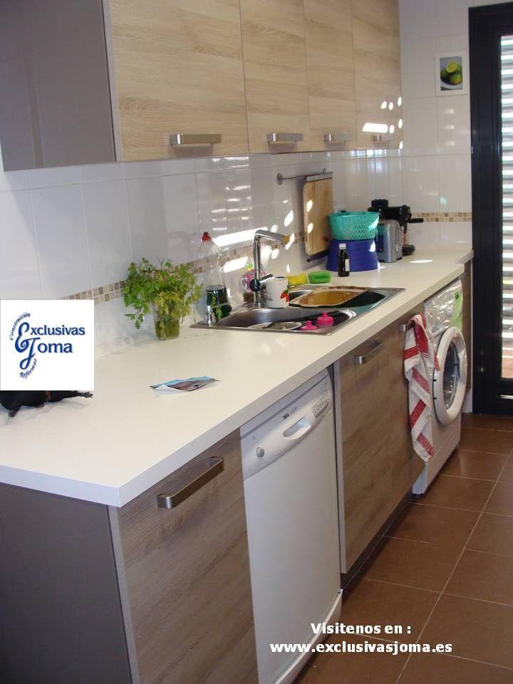 Muebles de cocina en color madera roble imperial y for Cocinas blancas con electrodomesticos blancos
