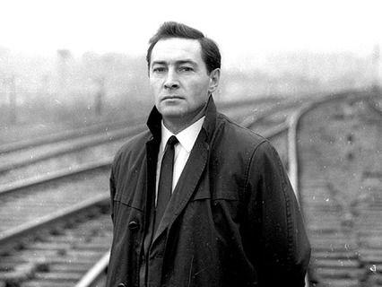 Вячесла́в Васи́льевич Ти́хонов (8 февраля 1928, Павловский Посад — 4 декабря 2009, Москва)