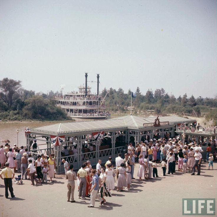 Disneylandguru Disneyland Mark Twain Dock On Opening Day - 18 amazing rare colour photos disneyland 1955