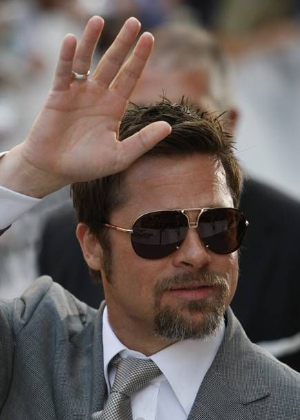 b8da76b559 brad pitt wearing sunglasses
