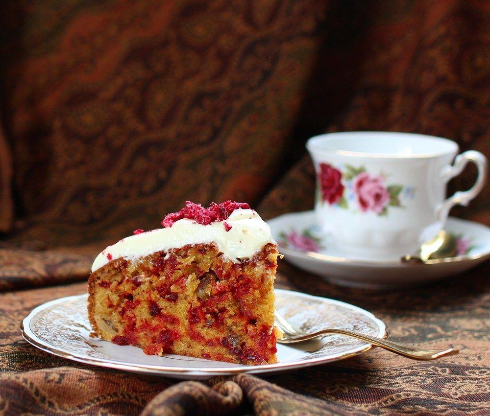 Beetroot, Ginger & Sour Cream Cake #freezedriedraspberries