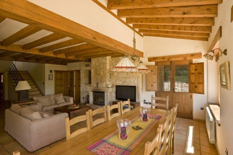 Chimenea La Casa de la Sierra Segoviana http://www.tuscasasrurales.com/la-casa-de-la-sierra-segoviana-f9464.asp