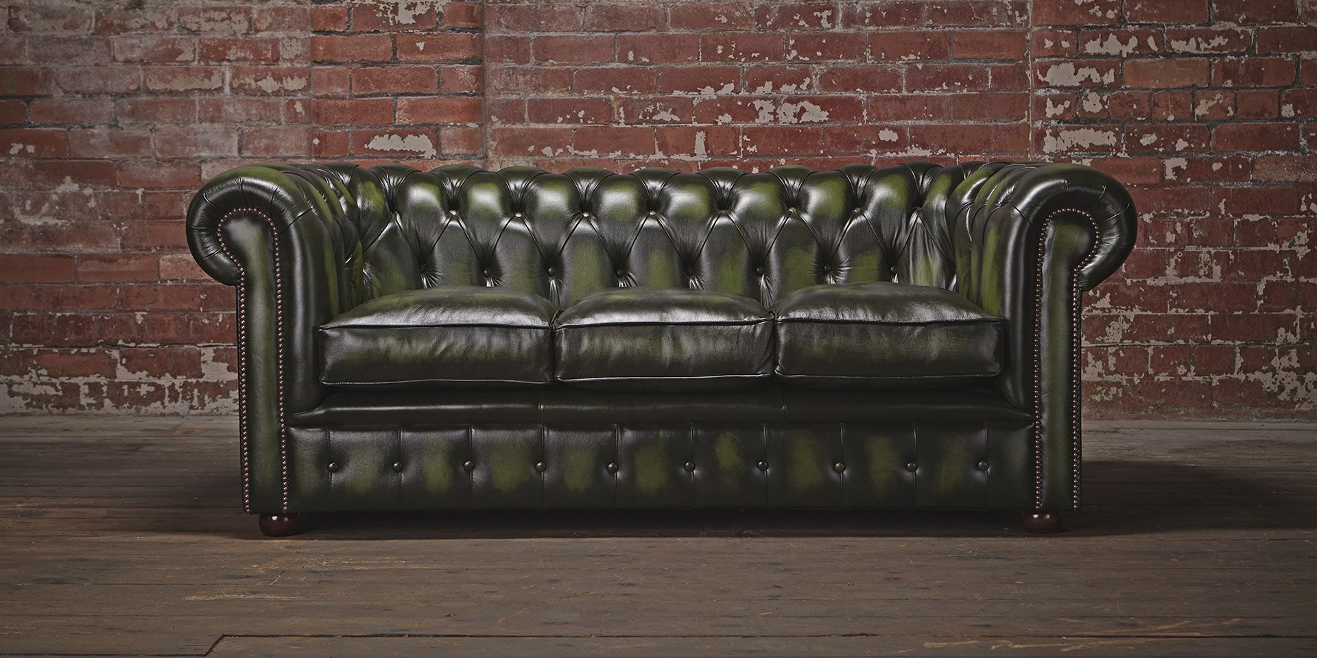 Urban Chesterfield Sofa Handmade In The Uk Using High Grade Leather And Available With Free Delivery From Chesterfields Of England