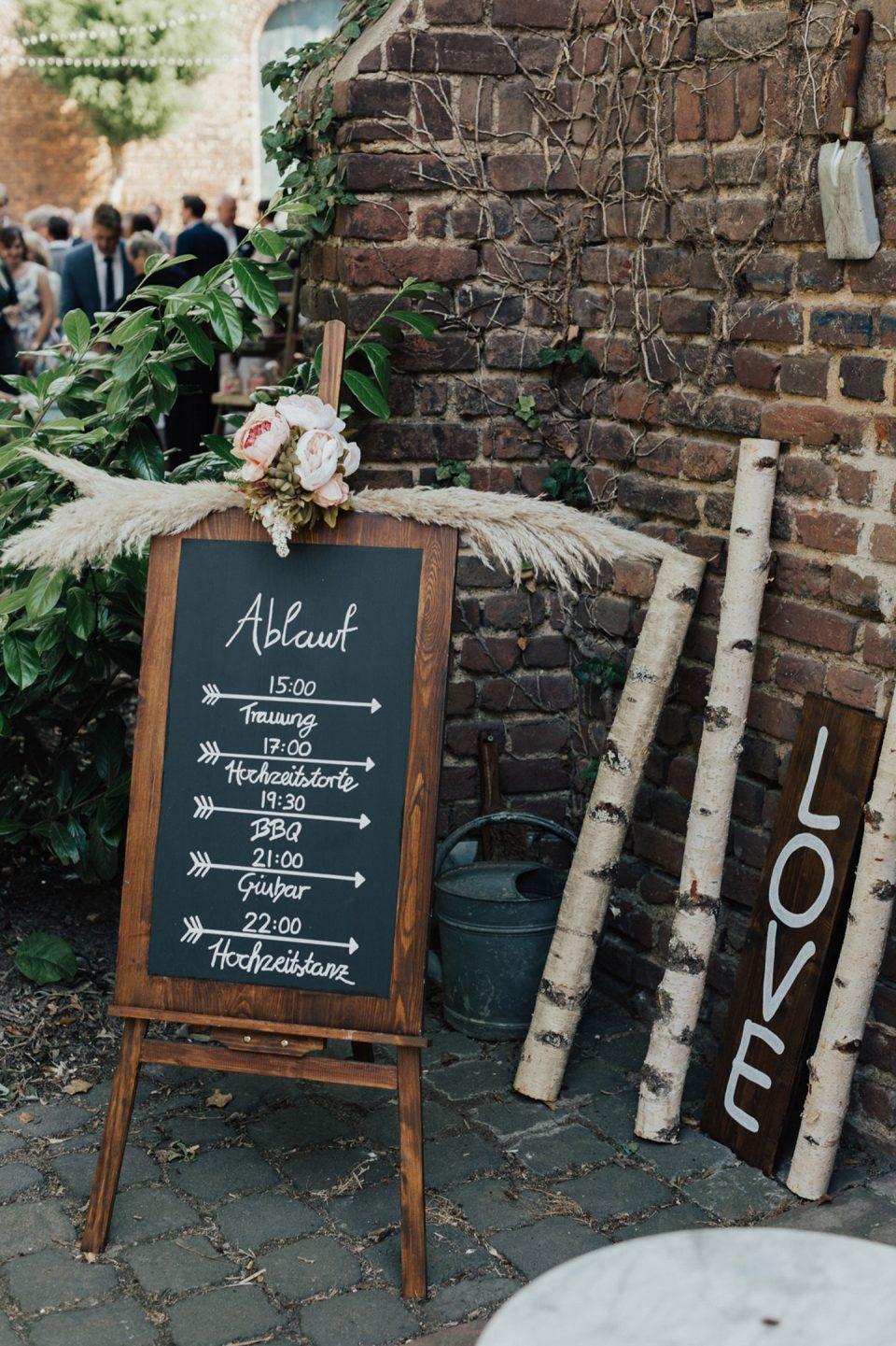 Zeitplan Auf Kreidetafel Hochzeit Hochzeitslogos Hochzeitsmusik