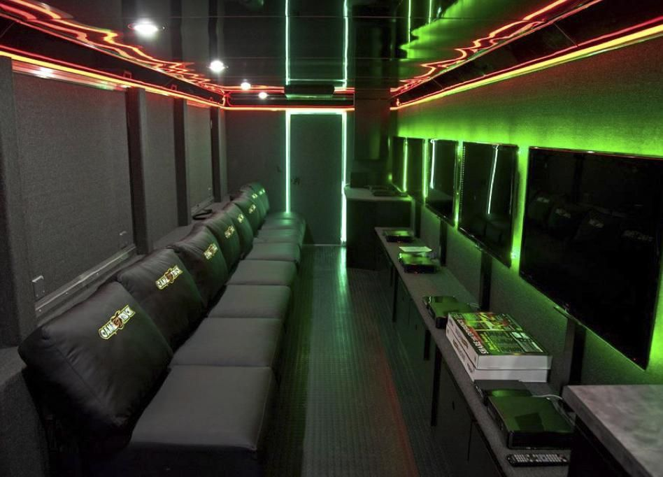 Gametruck North San Diego Video Games And Laser Tag Party Trucks Video Game Rooms Game Cafe Game Room
