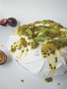 LA CUCHARA AZUL siempre nos sorprende con sus postres y en esta ocasión la combinación de sabor es de 10. Pavlova  de kiwi.