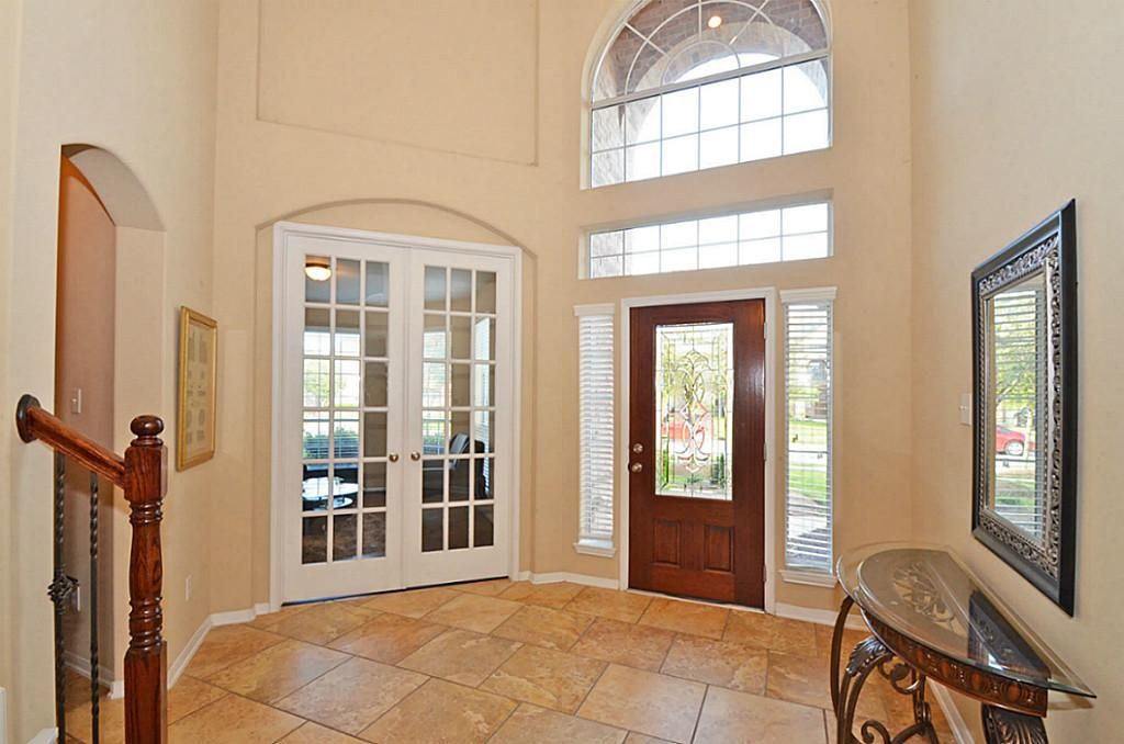 Feature Window Above Front Door   Bing Images