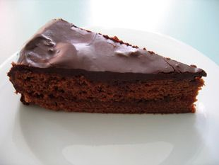 Zwar nicht das originale, geheime Sachertorte Rezept, jedoch gelingt mit diesem Rezept ein wirklich leckerer Kuchen, ganz nach Vorbild des Wiener Originals.