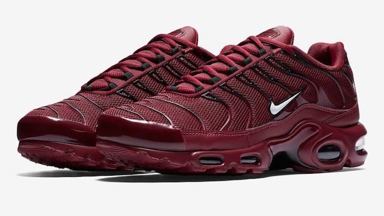 Official Look At The Upcoming Nike Air Max Plus Team Red  c13c0dc67