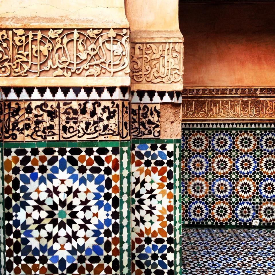 Mand Las Naturaleza Y Los 99 Nombres De Dios Coviven En Las  ~ Mosaicos De Azulejos En Paredes