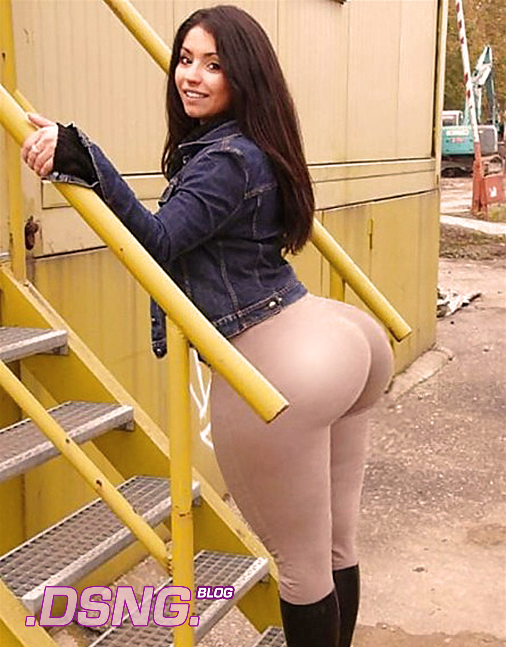 Big Booty In Tight Shorts