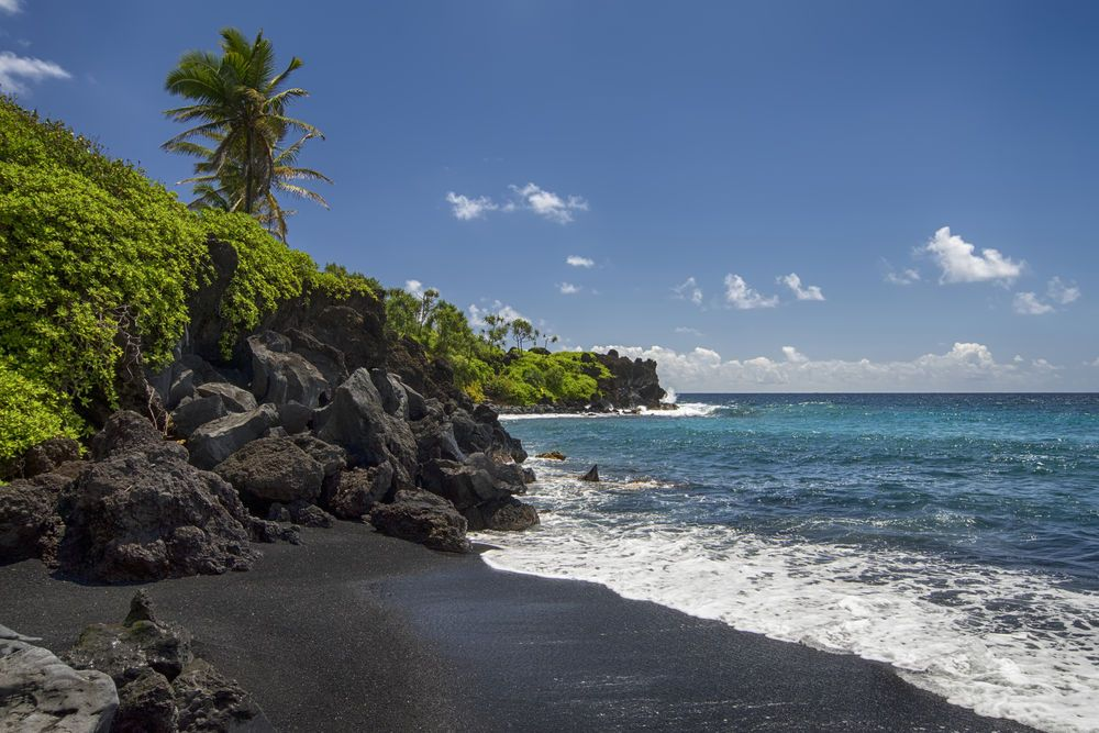 10 Beaches Where The Sand Color Is Main Attraction Maui Vacationvacation Ideaspink Beachblack
