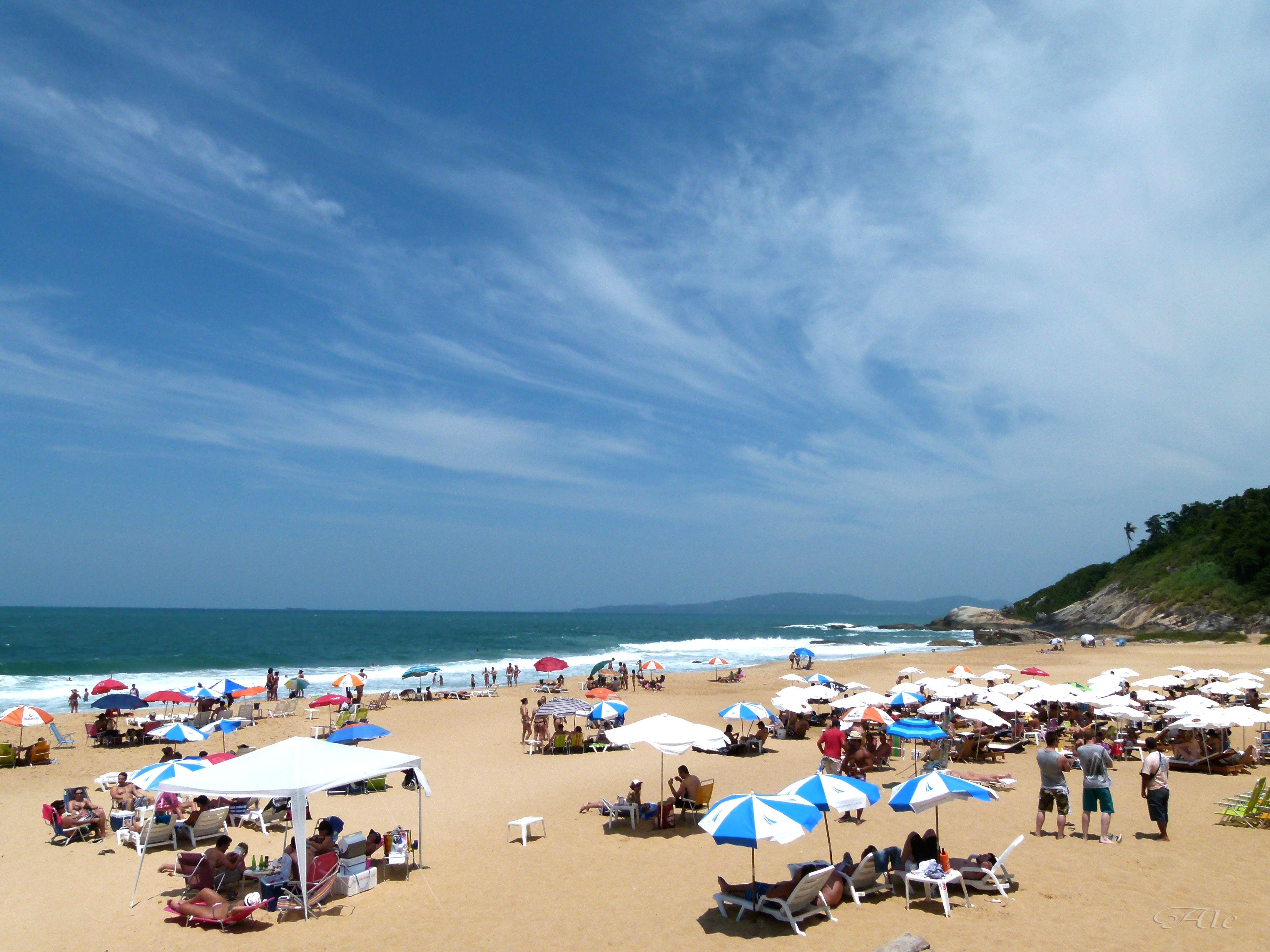 Praia do Estaleirinho, Balneário Camboriu, Santa Catarina. | Praia do  estaleiro, Balneário camboriú, Balneário