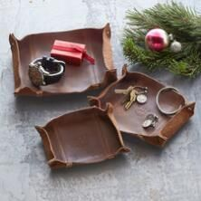 Keep all you need handy in finely-crafted style with this unique Will Leather Goods® catchall tray set.