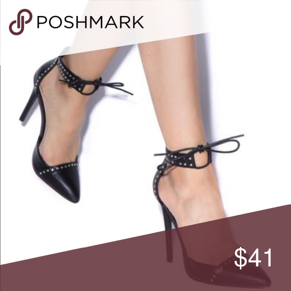 4c7babe0c9fbc Lyza Pointed Toe Pump Size 9.5 This pointed-toe pump features an ankle  strap with
