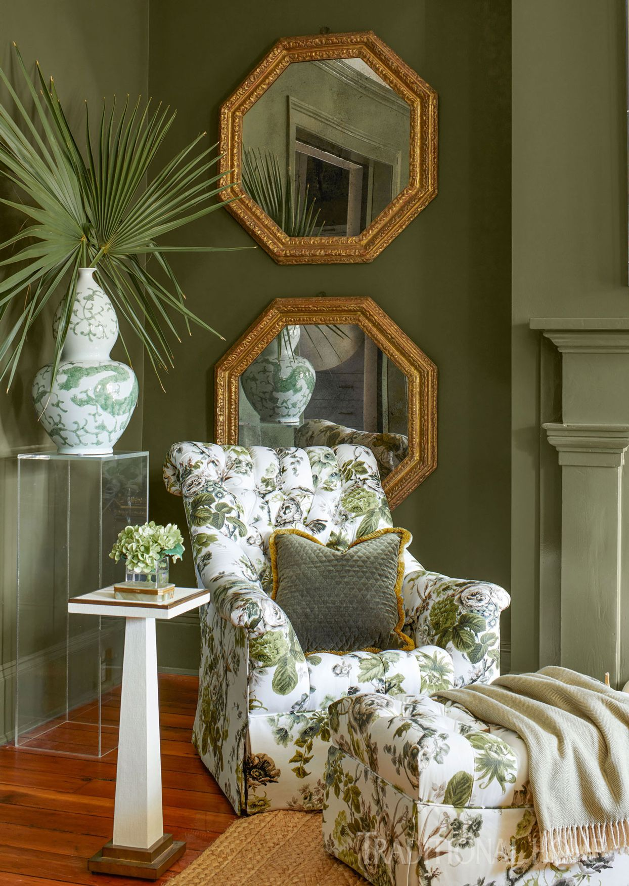 Beautiful Colors And Lavish Details Fill This Savannah Showhouse Traditional Interior Design Traditional Decor Decor