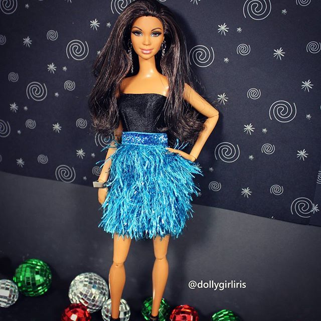 WEBSTA @ dollygirliris - At the #nyedollparty hosted by @myblackbarbies.🎊🍸 #barbie #doll #dollphoto #fashindoll #instadolls #toyphotography #barbiegram #onesixthscale
