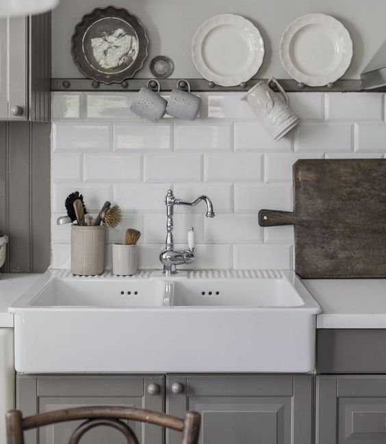 Apron Front Farmhouse Sinks Best Budget Friendly Picks For Your Kitchen With Images Farmhouse Sink Kitchen Kitchen Inspirations Kitchen Makeover