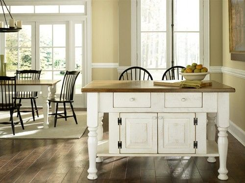 great kitchen island @ Old Mill House Shoppes, Lancaster PA