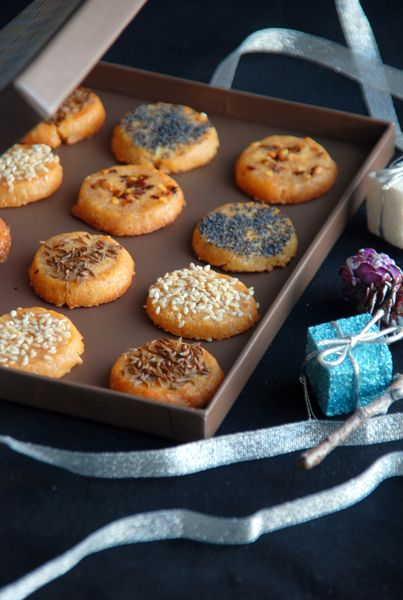 CHEESE CRACKER with SEEDS & FLAKES ~~~ toppings: caraway seed, pepper flake, poppy seed, sesame seed, etc. [cloudsmag]