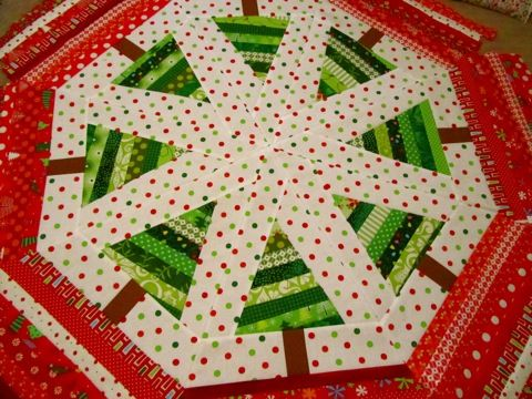 Christmas is coming | Tree skirts, Joyful and Christmas tree : quilted tree skirt pattern - Adamdwight.com