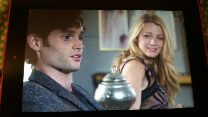 """12:15am...Gossip Girls episode """"New York. I Love you XOXO""""... Dan's quote """"Gossip Girl is dead""""... and I am crying. This show is everything."""