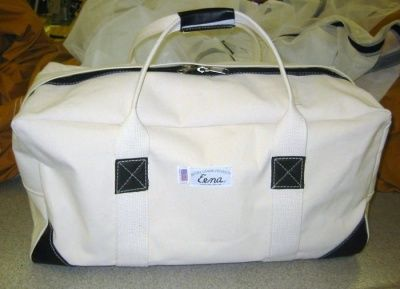 I will have to get this bag one day...looks really sturdy and spacious..handy for traveling!