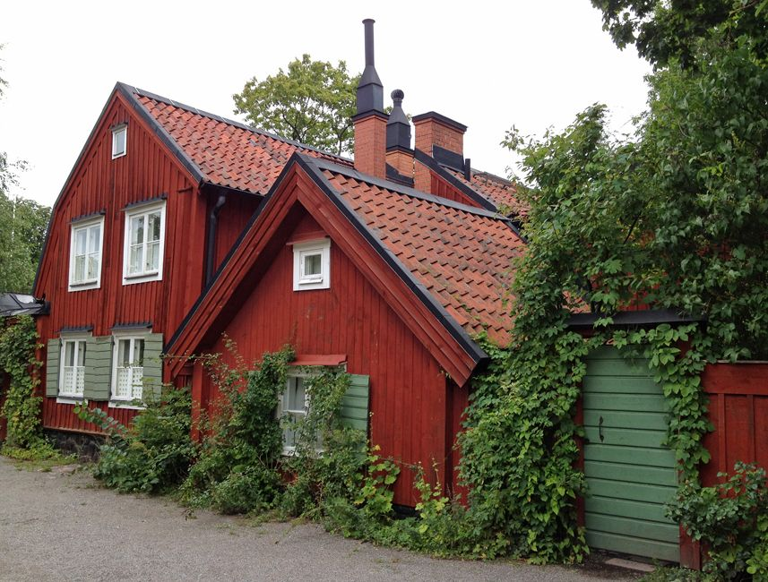 This House Is In An Old Part Of Stockholm Sweden On A Street Called Stigsbergsgatan On Sodermalm Island A Little Swedish Hou Arkitektur Timmerhus Byggnader