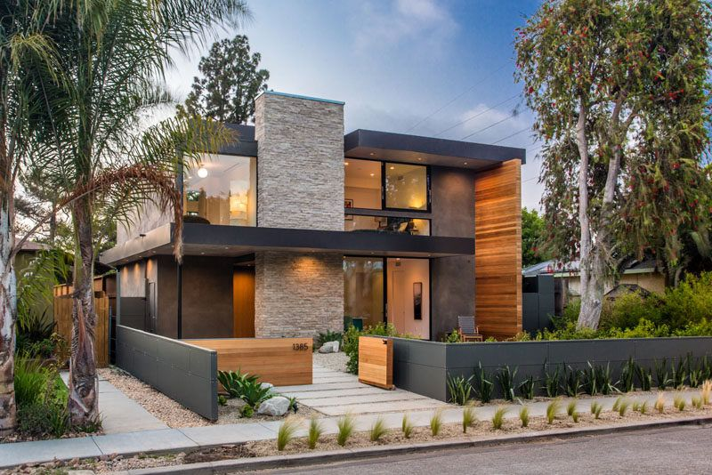 A New Contemporary Home Has A Backyard Guest Suite And A Sunken Outdoor Lounge Best Modern House Design Beautiful Modern Homes Architecture House