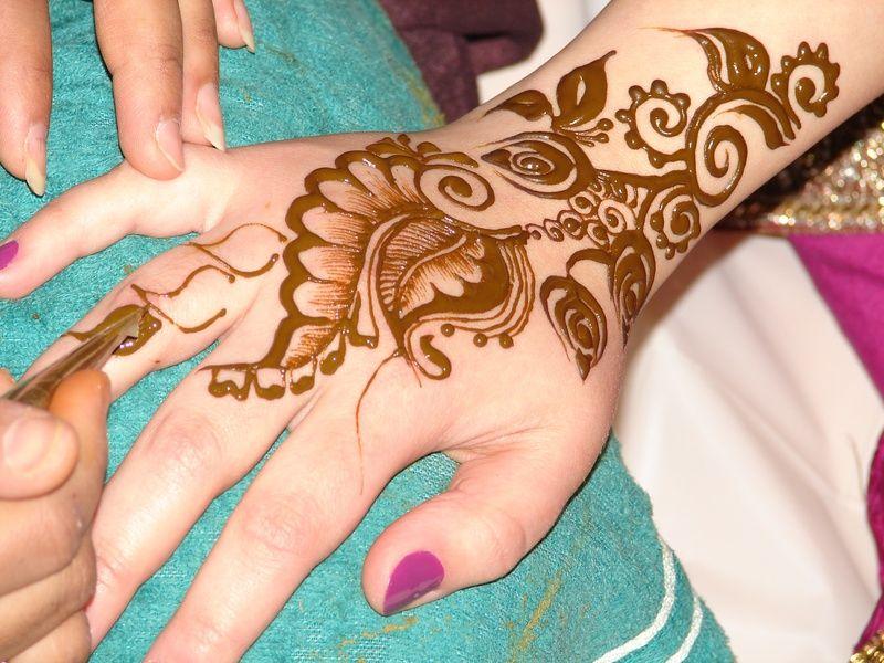 Tatuajes Mehndi Diseños : Arabian climbers curly leaves henna mehndi tattoo skin candy