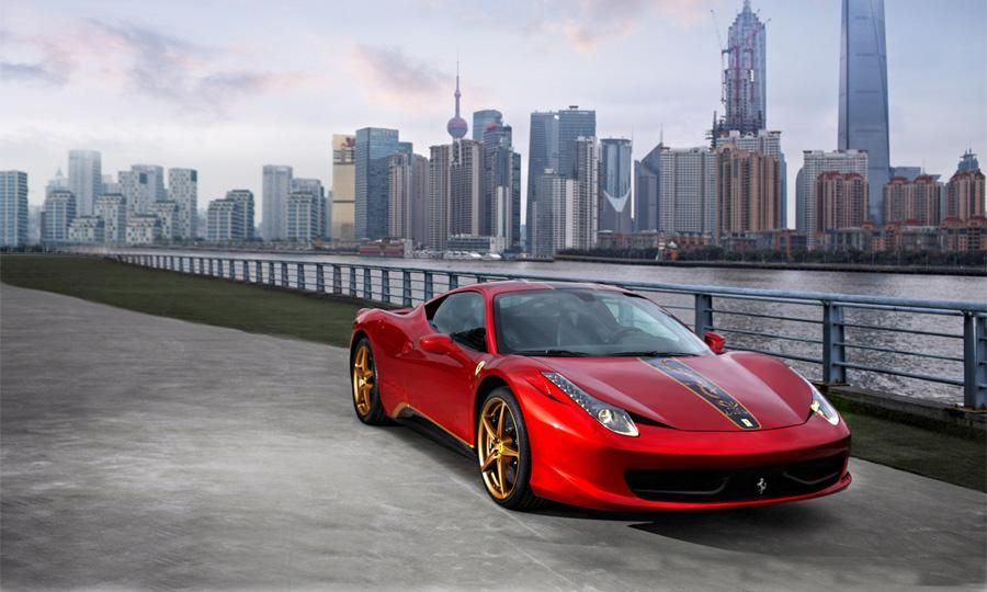 Gold wheels make this special edition 458 ideal for the Chinese market. Oh, and the gold dragon down the hood