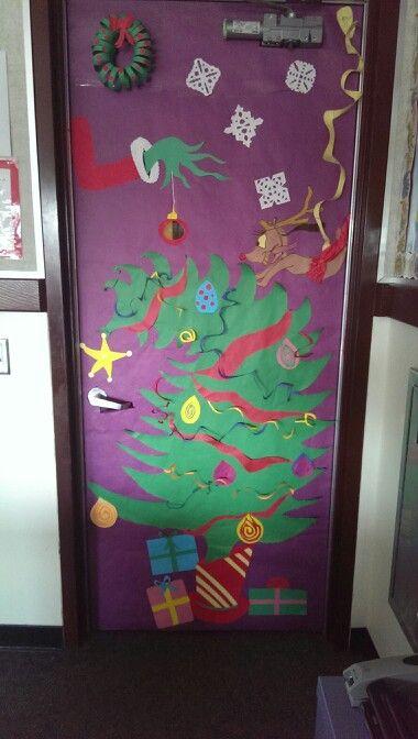 Grinch theme classroom door decoration   Decoracin saln ...
