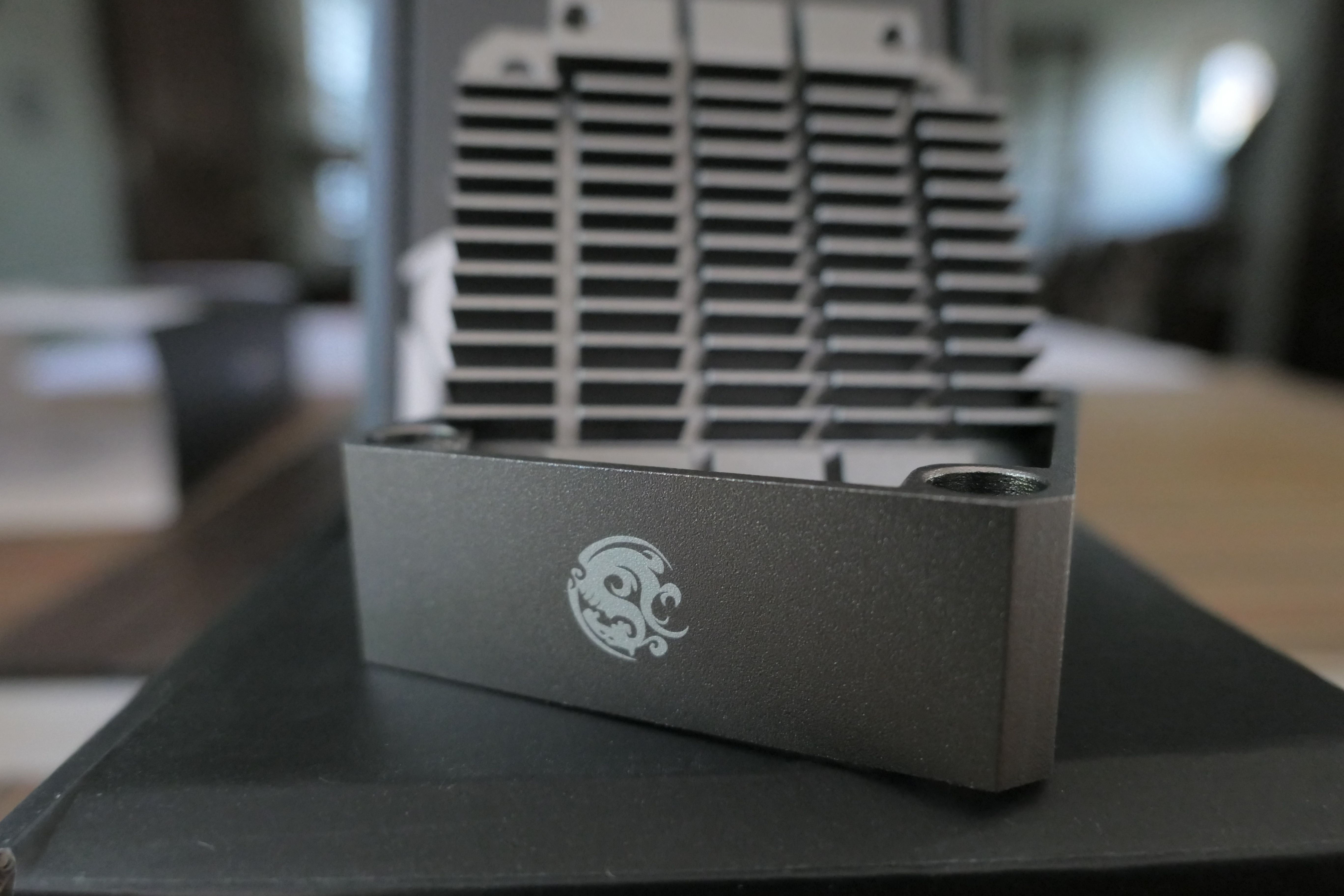 Bitspower Pump Cooler For Ddc Mcp355 Black Sparkle Black