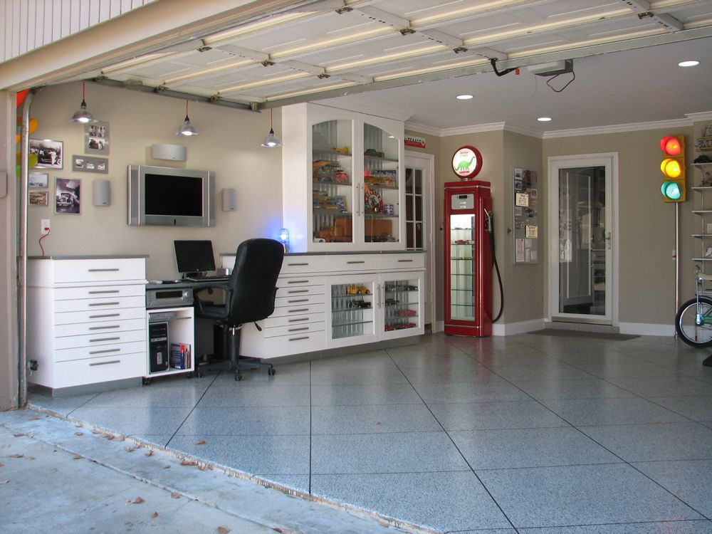 Garage man cave ideas for Garage design ideas gallery