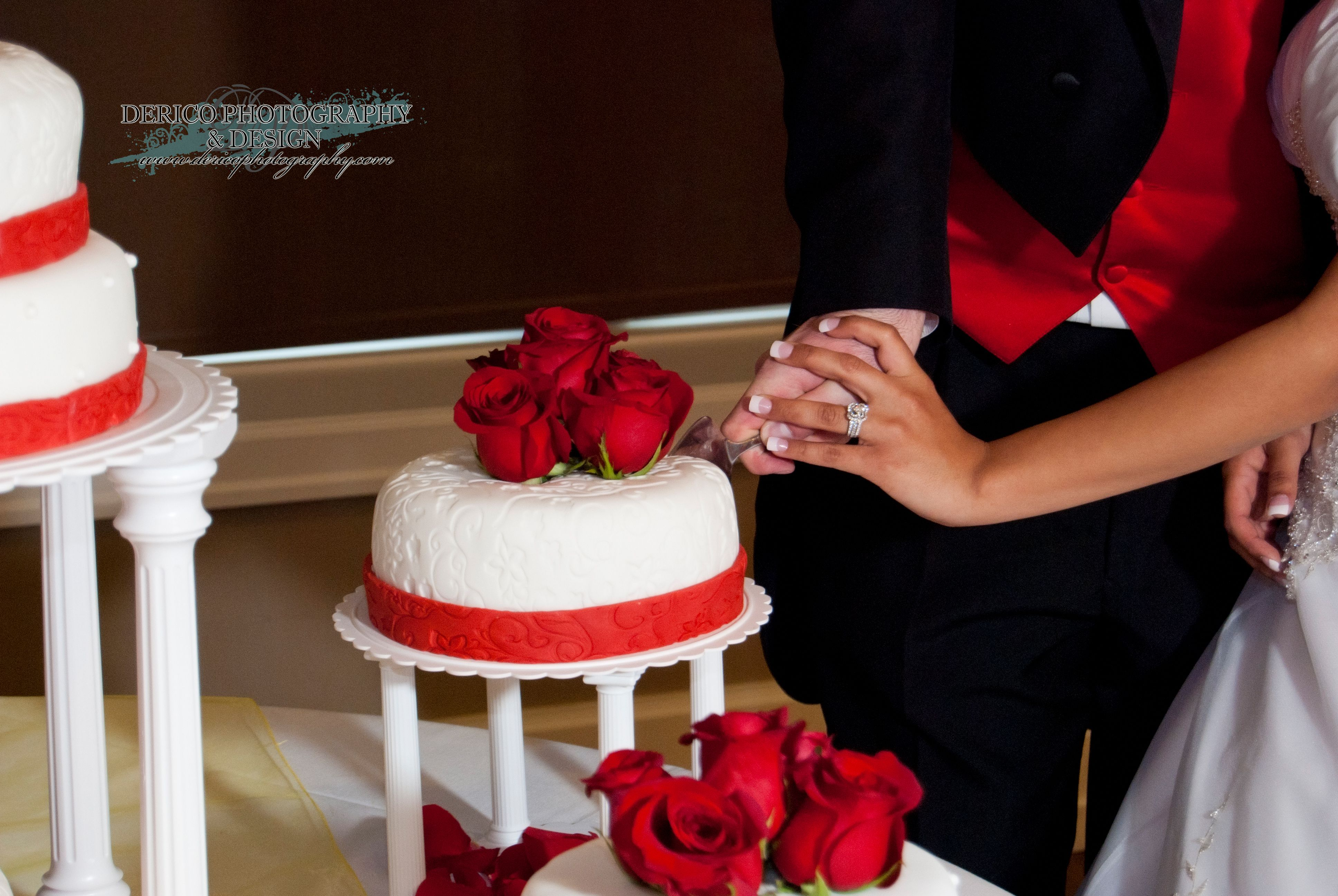 #Wedding #WeddingCake #Roses #DericoPhotography