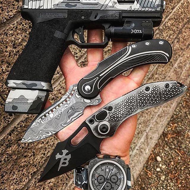 #agentSupplied  #Repost @schwaz1113  ・・・  My Submission for the #glocktoberfaceoff with my #agentsupplied G17   #tacticool #edc #everydaycarry #knifecommunity #knifefanatics #knifenut #pocketdump #rhynotimepieces #knifestagram #tactical #knivesdaily #knifepics  #glock17 #everydaydump #glock #agencyarms #customknives #foldingknife #toddbeggknives #borkablades #dailycarry