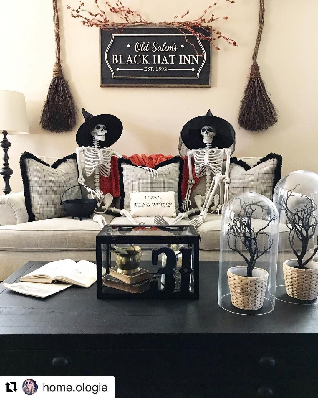 19 Elegant Halloween Decorations Give Your Home An Air Of Sophistication This Halloween With Th Elegant Halloween Halloween Home Decor Halloween Decorations