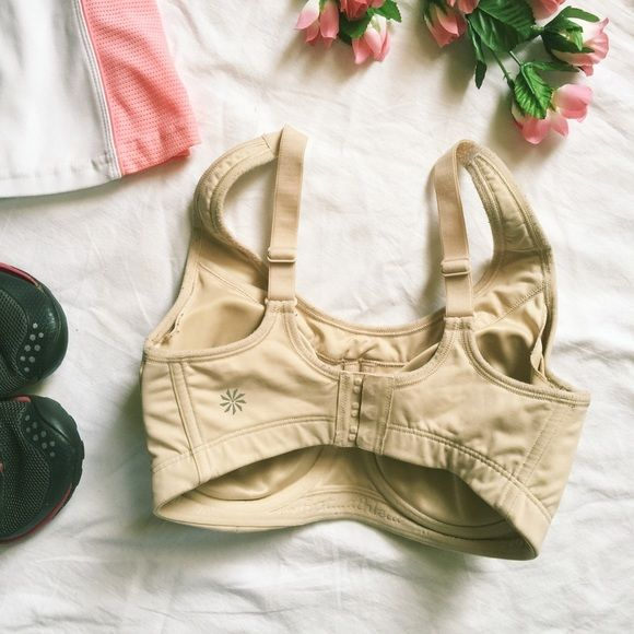Athleta Glory full coverage underwire bra This Athleta bra has it all! Support, comfort and durability make this the ideal bra for working out or every day. Full coverage, removable pads, underwire, three hook and eye closure. Beige. In gently used condition with plenty of stretch and support. Athleta Intimates & Sleepwear Bras