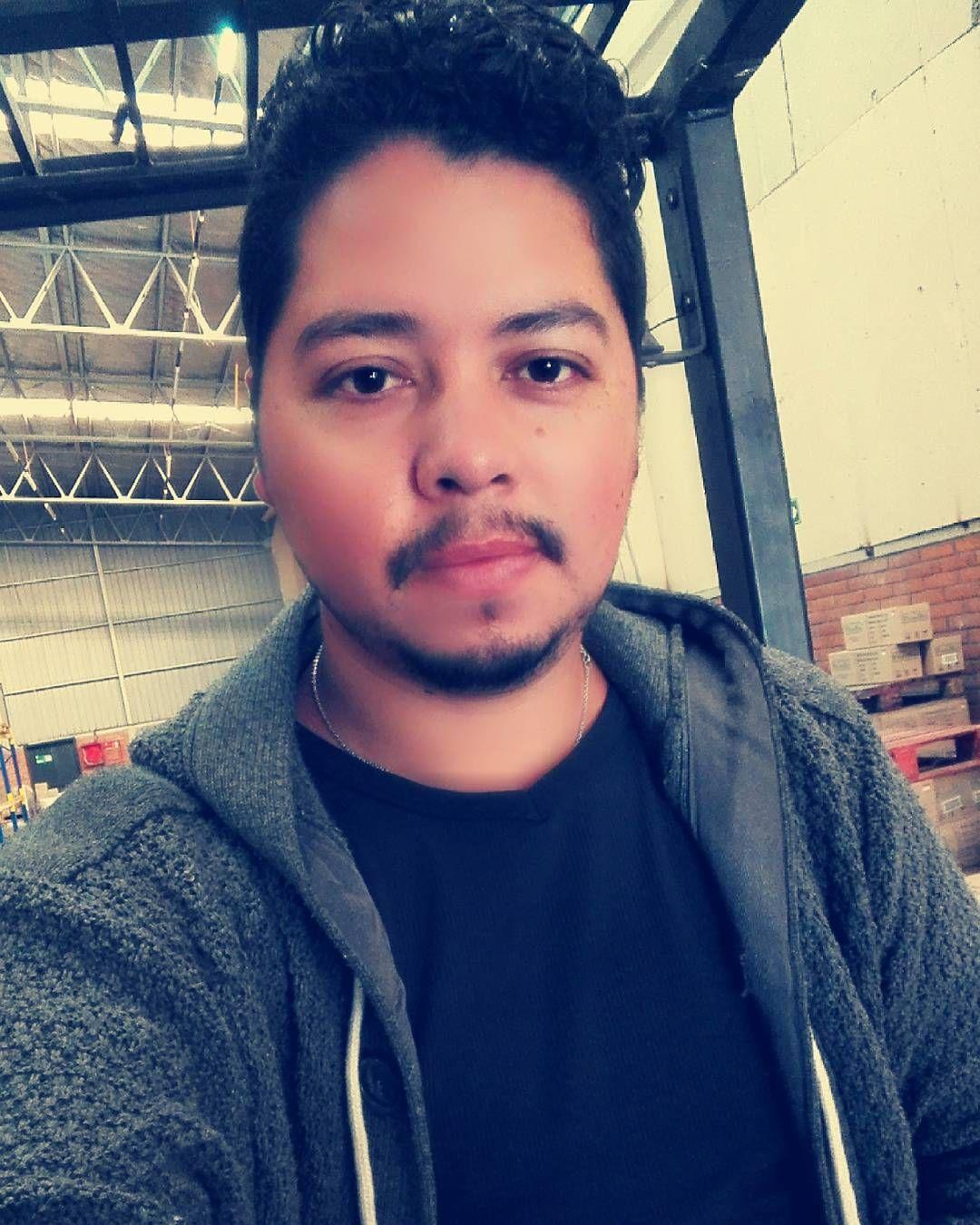 Comenzando el día!! Buena semana a todos!  #Chile #Feliz#LatinoStyle #Rock #Guitar #Argentina #Colombia #Brazil #Seattle #Amor #Trabajo #Latino #BeautyCity #Beer #AgradecidoDeLaVida #Quilicura #Selfie  #Sun  #SunSet #CiudadesDelMundo #Working #GruaHorquilla #BeautifulWorld #Bodega #TuyYoSiempre by michael_hernandez_a