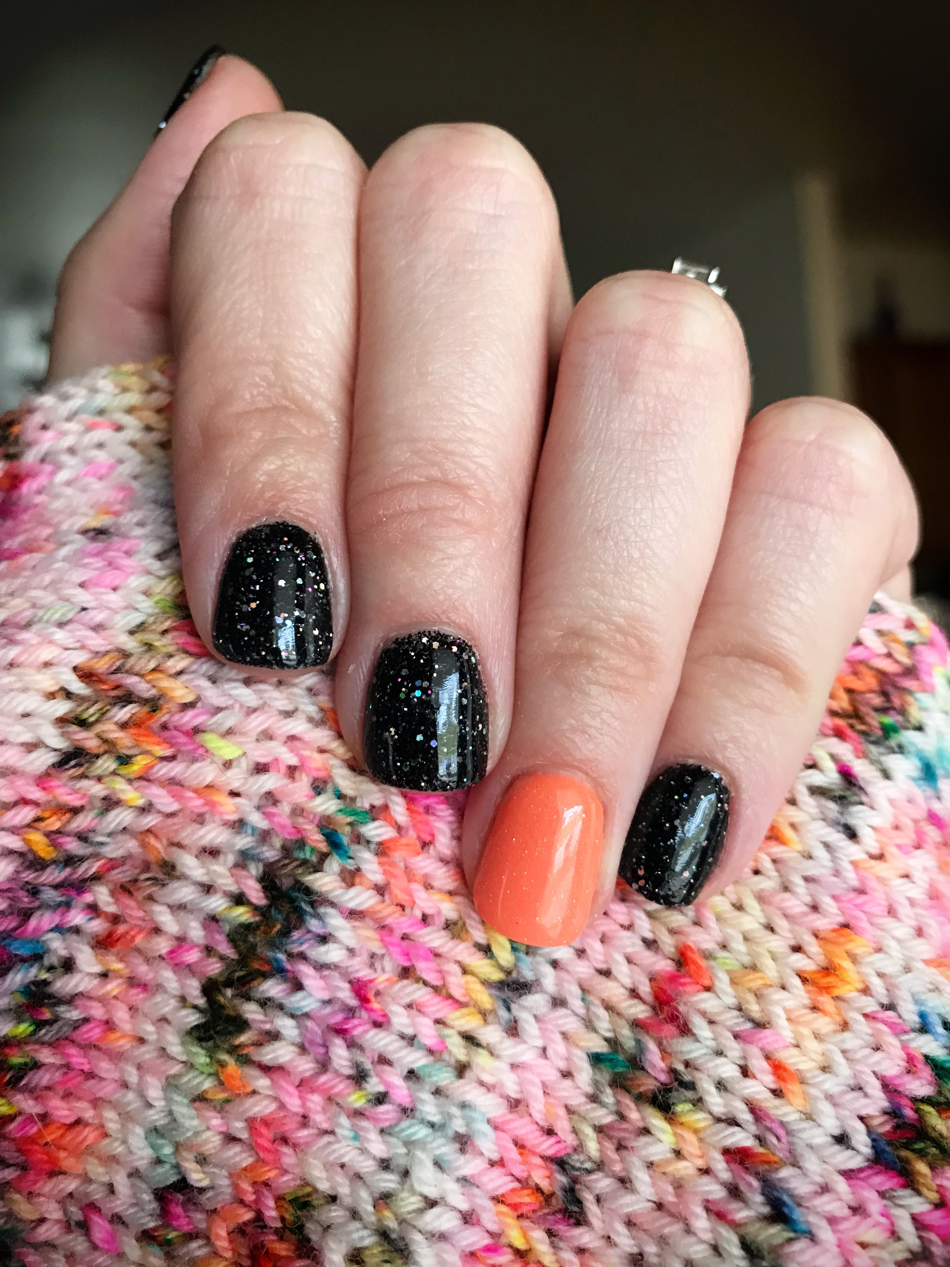 Halloween Manicure Sparkle Co In This Is My Costume Sb23 Accent Nail In 2 Dips Trick Or Treat Yo Self Sb Dip Gel Nails Dipped Nails Halloween Nails