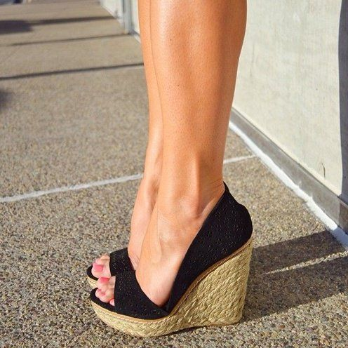 10 Smart Tricks To Style Dresses For Fat Legs Stuff To
