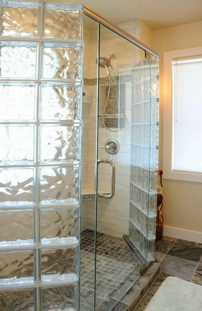 mettons des briques de verre dans la salle de bains cabine de douche paroi de douche et paroi. Black Bedroom Furniture Sets. Home Design Ideas