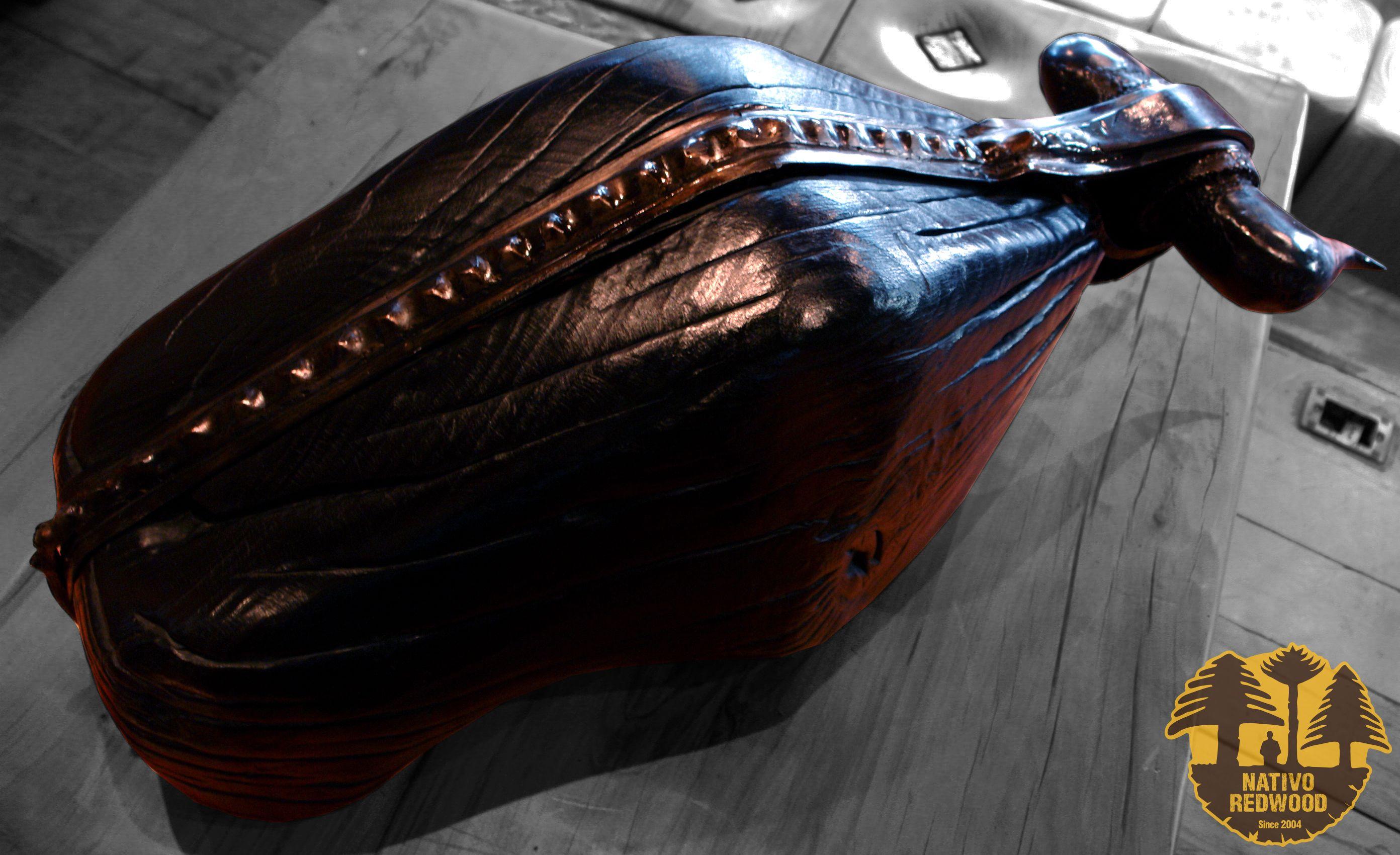 Escultura toro grande de madera de roble rústico carbonizado con columna y cachos de fierro forjado reciclado.  Diseño de JPBisbal www.facebook.com/nativoredwoodsa