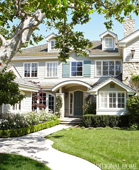 Simplified Living In An Elegant California Home California Homes House Exterior Garden Front Of House