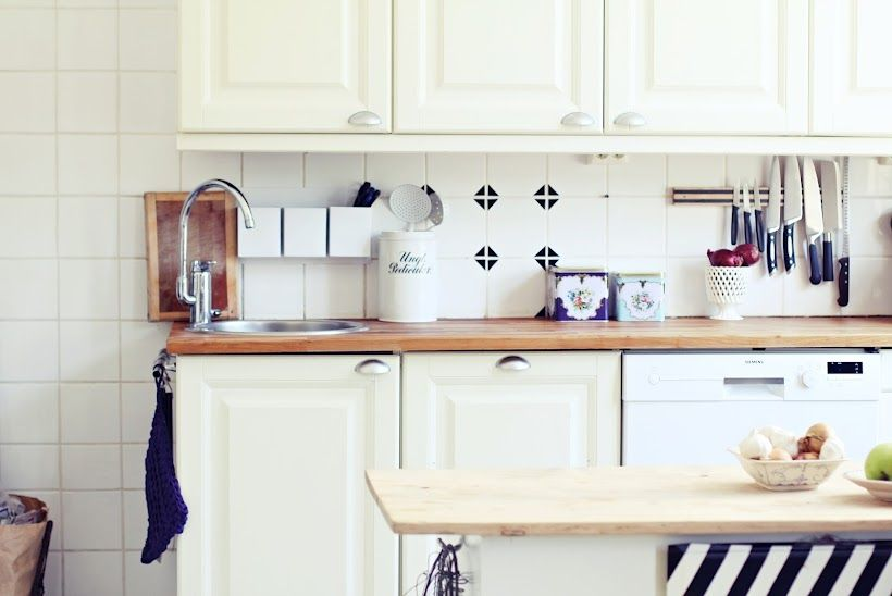 my 2nd hand life: | EASY KITCHEN FIX: the black triangles are tape