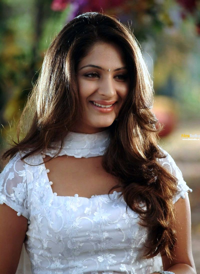 gowri munjal height