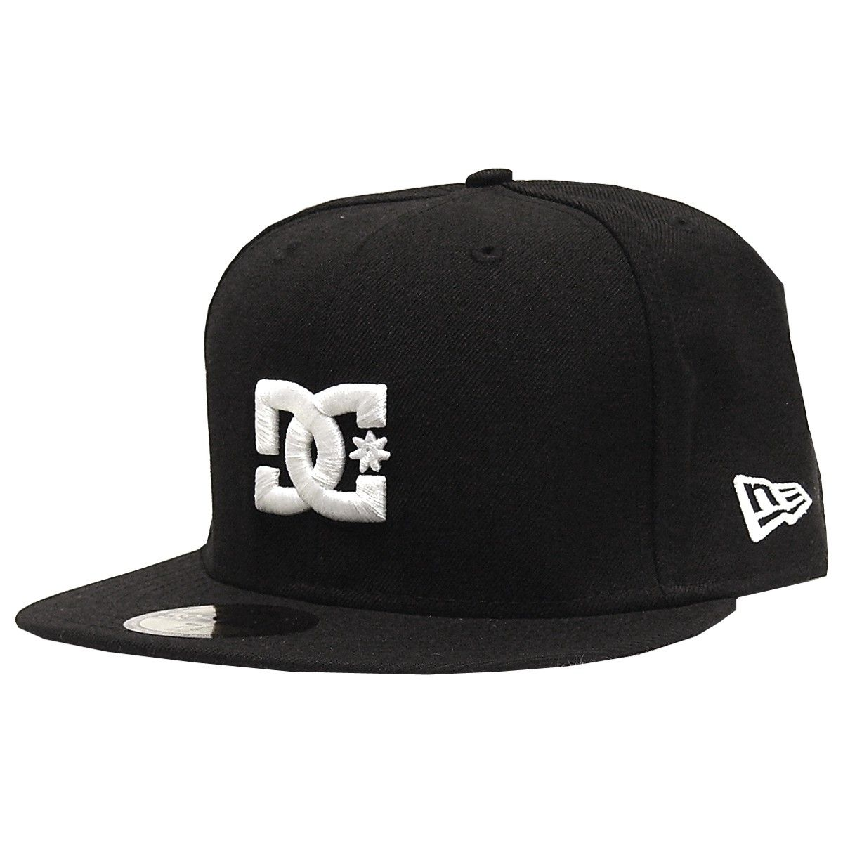 a72ce2c3074 DC Shoes Empire casquette New Era cap black white 40€  newera  59fifty   caps  hats  casquette  cap  hat  dc  dcshoes  skateshop
