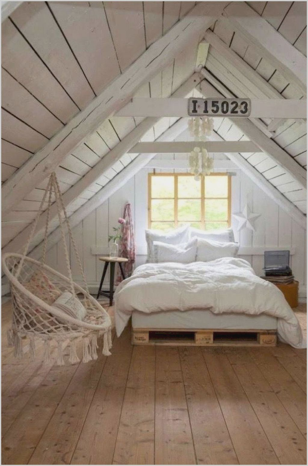 Small House With Bedroom Attic In 2020 Cottage Style Bedrooms