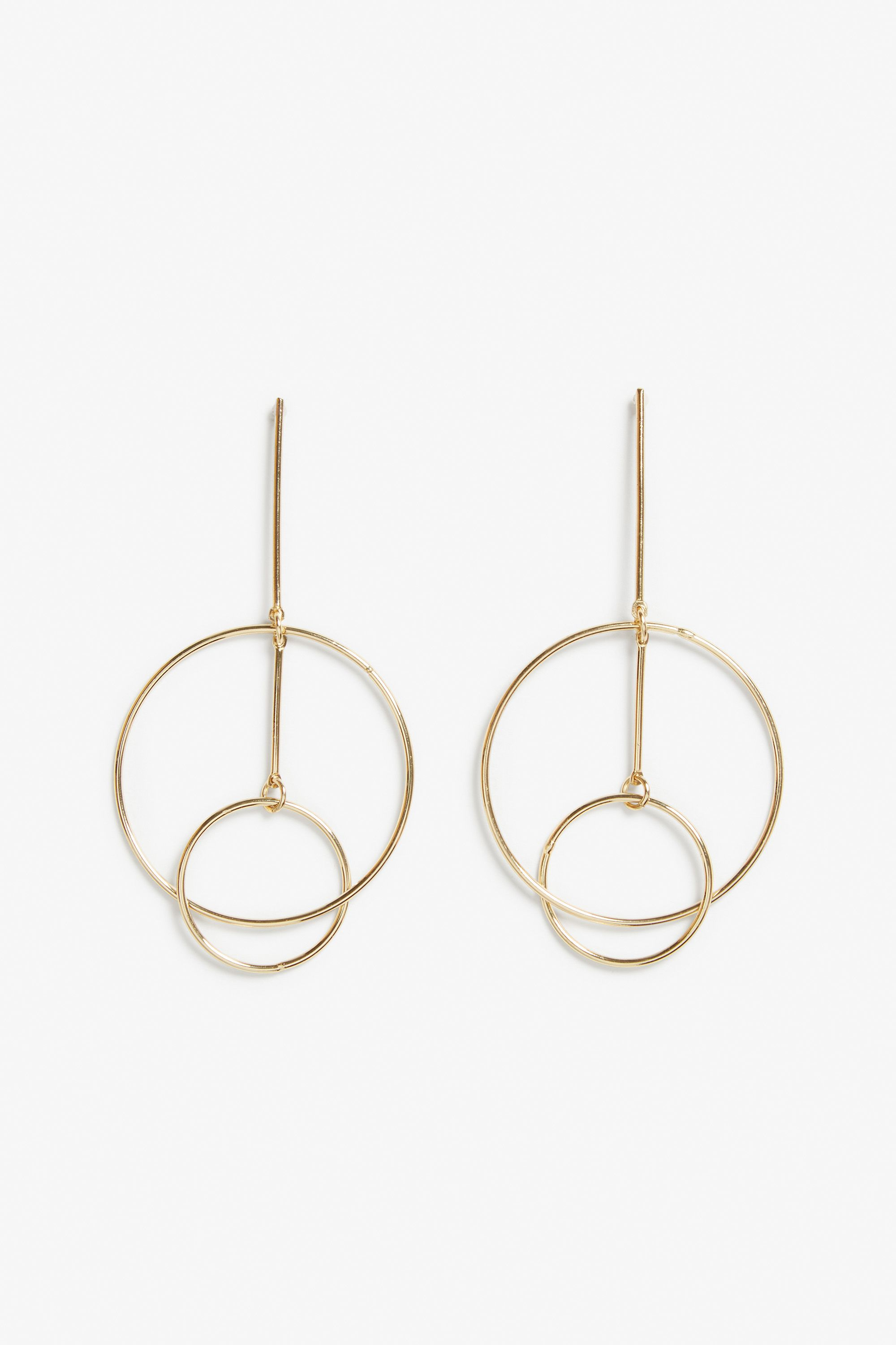 Interconnected gold hoop earrings