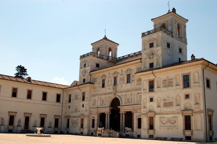 Villa Medici en la colina del Pincio, fue fundada por Fernando I de Medici, Gran Duque de Toscana. Esta fue la primera propiedad de los Médici en #Roma. http://www.viajararoma.com/lugares-para-visitar-en-roma/villa-medici/ #turismo #viajar #Italia